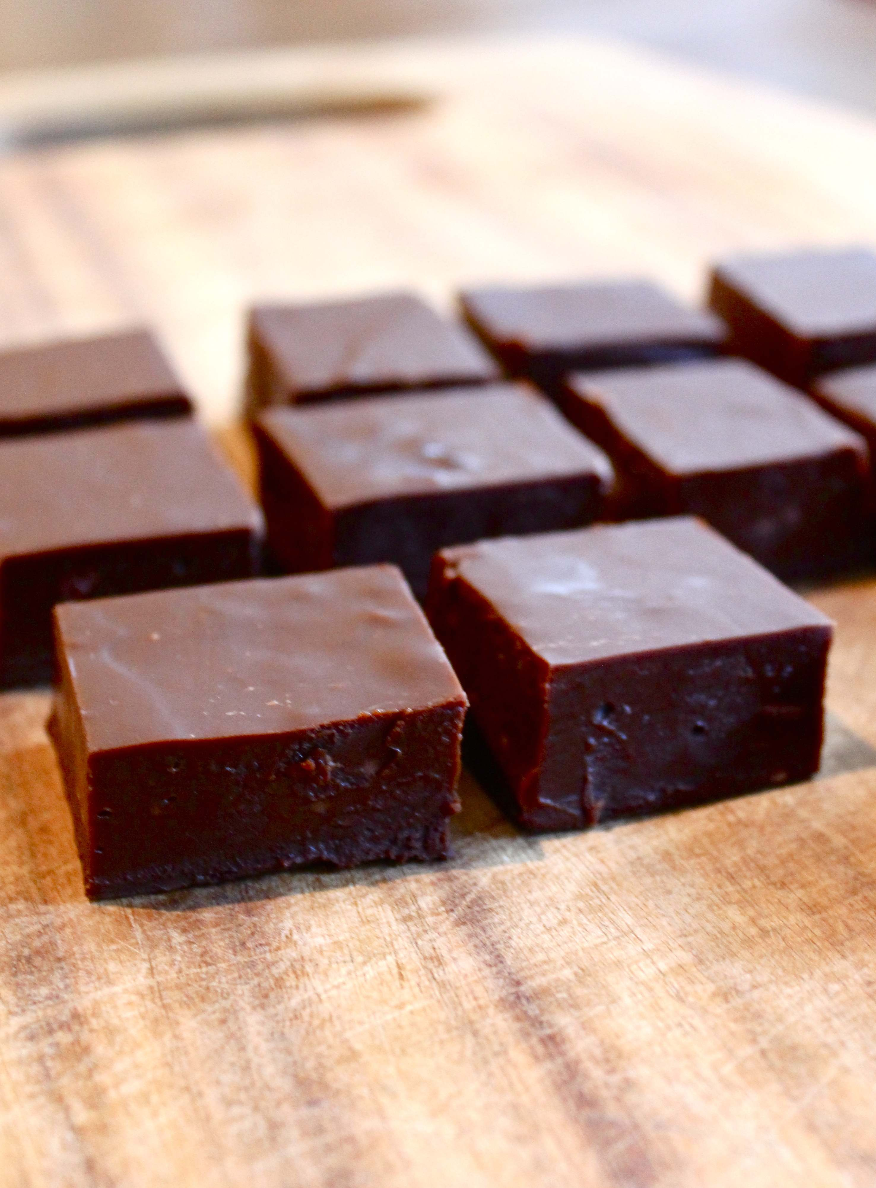 Rich Dark Chocolate Fudge | Sugar and Cinnamon
